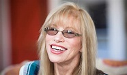 Carly Simon Plays 'Lost Verse' from 'You're So Vain ...