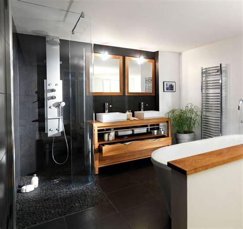 cuisine jaune et grise salle de bain bois exotique