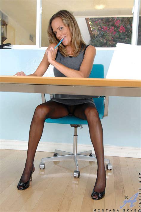 Hot Cougar In Nylon Stockings Mature Xxx Pics