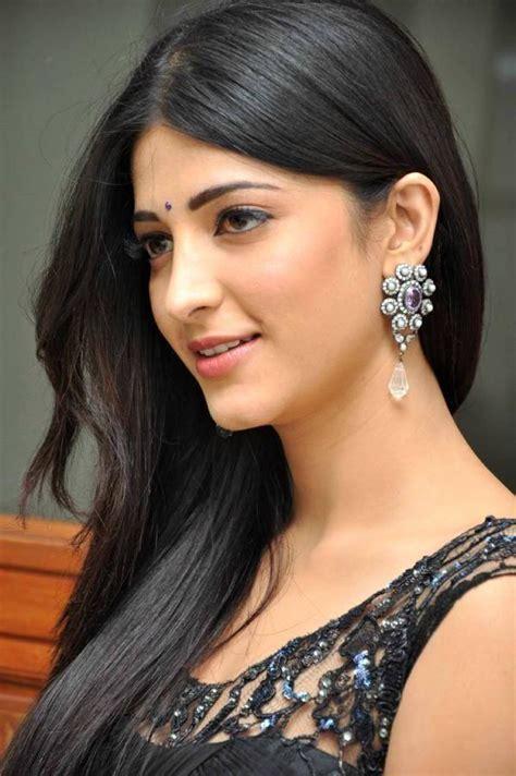 Facebook Girls Shruti Hassan ஸ்ருதி ஹாசன் Indian Actress