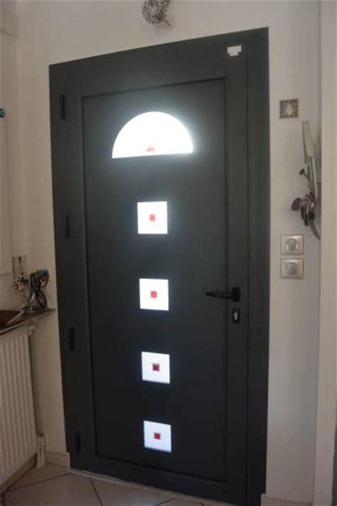 pose de porte d entr 233 e avec panneau d 233 coratif fen 234 tres vitrage marseille
