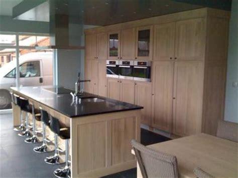 meuble cuisine en chene meuble de cuisine en chêne et granit sur mesure