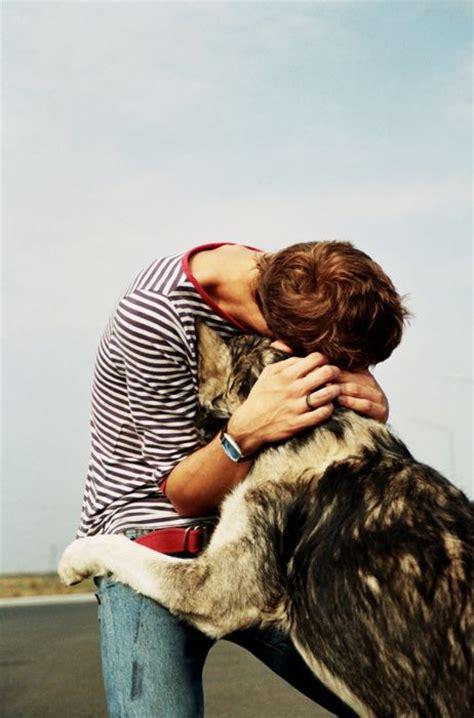 ten dogs giving   hugs life  dogs