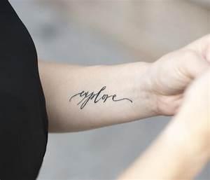 Tattoo Ideen Familie : 25 ideen f r tattoo schriften spr che und schriftarten ~ Frokenaadalensverden.com Haus und Dekorationen