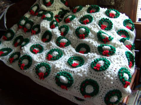 xmas wreath afghan  holiday afghan  crocheted