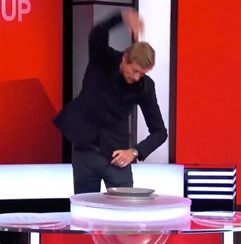 Peter Crouch goes fully 'drunk' Rod Stewart as he conducts ...