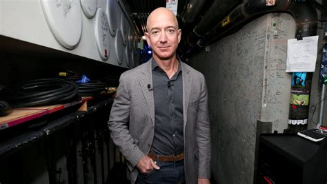 Jeff Bezos Will Step Down as Amazon CEO Later This Year ...