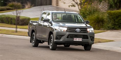 Review Toyota Hilux by 2016 Toyota Hilux Workmate 4x2 Cab Review Caradvice
