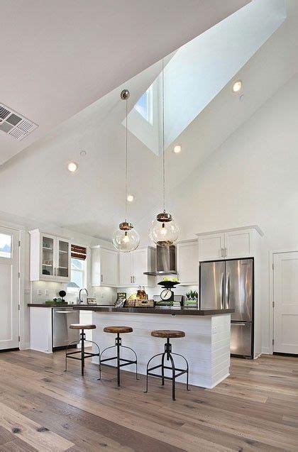 techo alto  lamparas colgantes nicee cocina en
