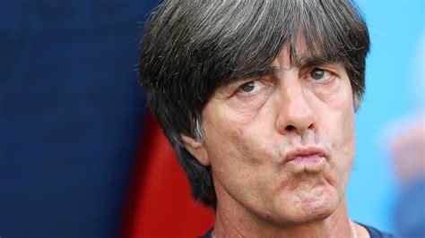 Joachim löw was born on february 3, 1960 in schönau, germany. Stimmen zum Vorrunden-Aus: Joachim Löw schließt Rücktritt ...