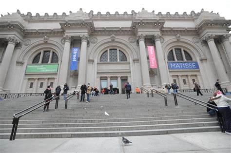 met granted right to charge mandatory entrance fee by bloomberg ny daily news