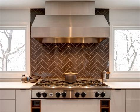 Herringbone backsplash ? a classic tiling pattern for