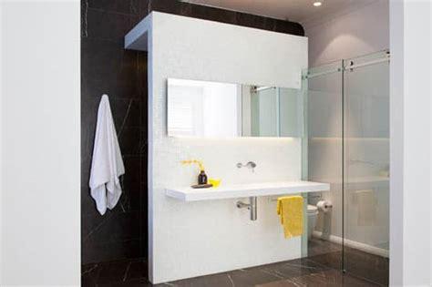 si鑒e de salle de bain une salle de bain épurée de style moderne à découvrir