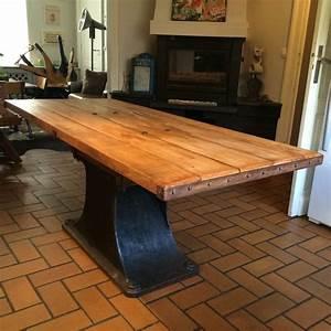 Pied De Table Metal Industriel : table industrielle avec un pateau en bois de ch ne ancien et un pied d 39 une ancienne machine d ~ Teatrodelosmanantiales.com Idées de Décoration