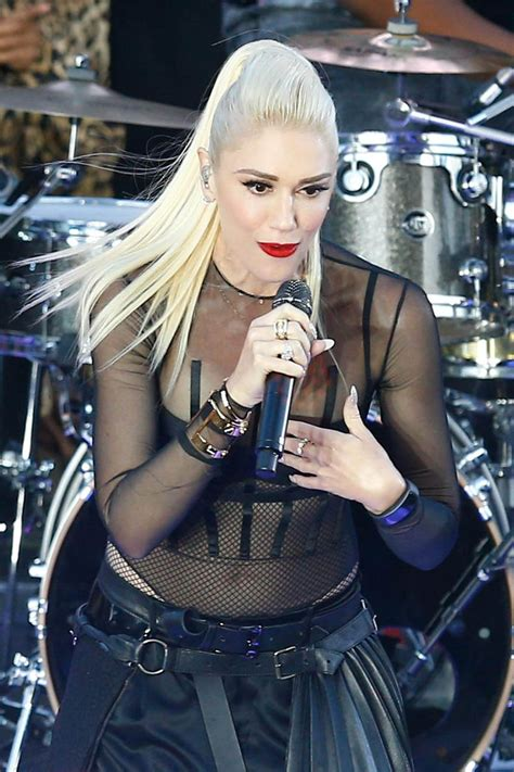 Gwen Stefani Performs a Free Concert at Samsung 837, New ...