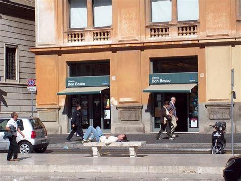 Librerie Via Della Conciliazione mancano le mignotte ai lioni di via della
