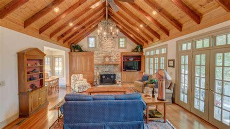 blue ridge cabin rentals gleesome inn on lake blue ridge rental cabin blue ridge ga
