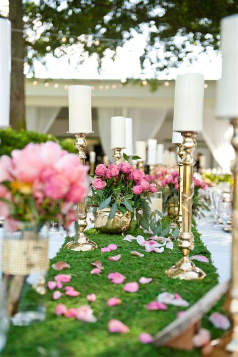 How To Incorporate Moss Into Your Wedding Decor: 7 Ideas