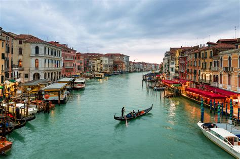 grand canapé grand canal venice 2048 x 1365 locality