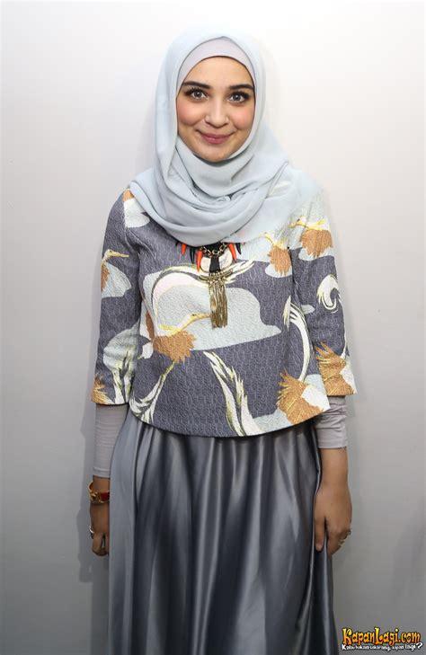 berhijab shireen sungkar terkadang  sulit pilih baju