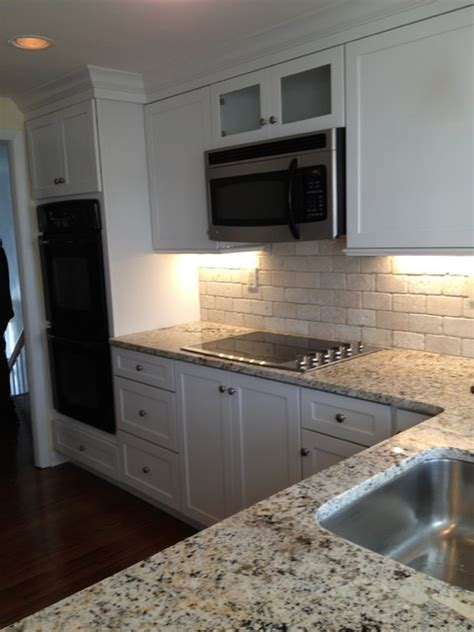 Kraftmaid Deveron Dove White w/Sensa Caroline Summer Granite
