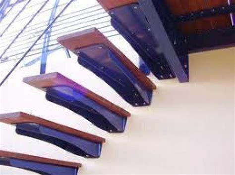 escalier beton suspendu
