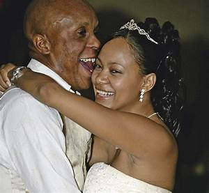 Doctor Khumalo's estranged wife airs dirty laundry on