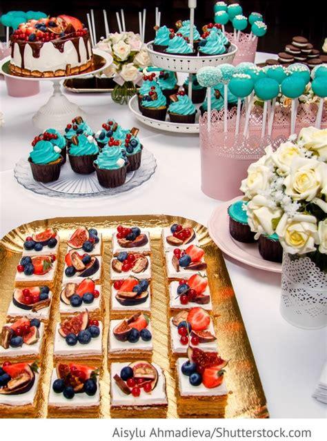 candy bar mit cake pops und cup cakes fuer russische