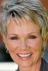 15 Gorgeous Pixie Cuts for Older Women
