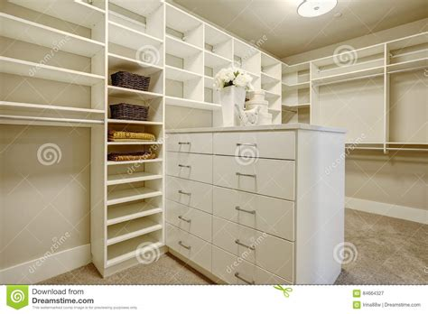 Closet With Drawers And Shelves by Walk In Closet With Shelves Drawers And Shoe Racks