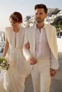 Costume Mariage Original : un mari avec un costume blanc top ou flop mode nuptiale forum ~ Dode.kayakingforconservation.com Idées de Décoration