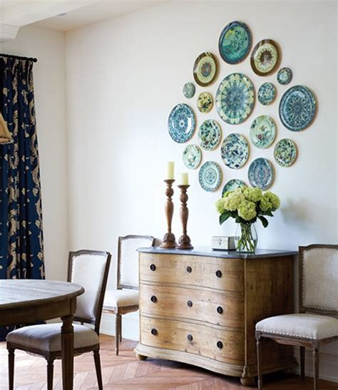 How To Arrange A Decorative Plate Wall  20 Beautiful. Living Room Remodel On A Budget. Living Room Shelving Ireland. Living Room In Uk. Designer Living Room Units