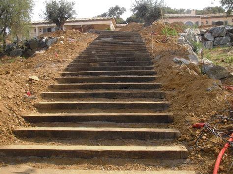 escalier en traverse de chemin de fer escalier exterieur en traverse de chemin de fer 3 escalier avec traverses de chemin de fer en