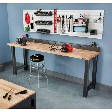 gladiator  ft  outlet workbench power strip  tool