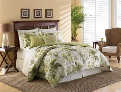 beach themed bedrooms  adults green palm trees