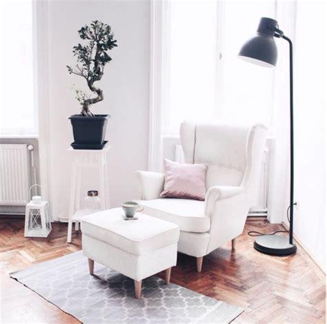 Wohnzimmer Ohrensessel In Weiß  Gemütliche Leseecke Mit