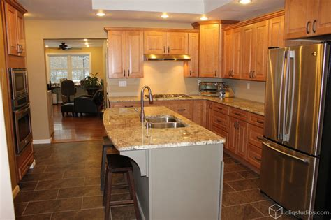 kitchens with maple cabinets maple kitchen cabinets traditional kitchen 6637