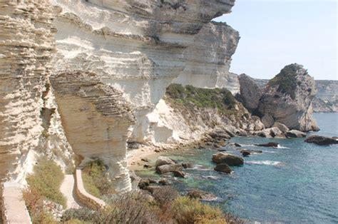 si鑒e de plage plage de sutta rocca piccola e scenografica questa spiaggia si trova ai piedi della cittadella di bonifacio