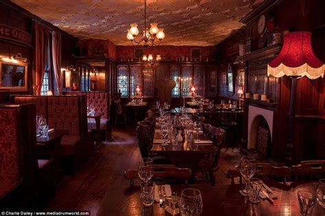 historic pubs  london collated  book  george