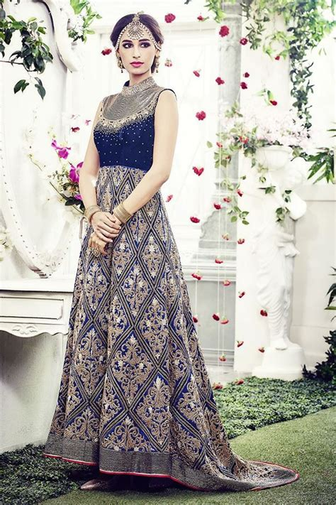exorbitantly blue color trail cut gown accompanied