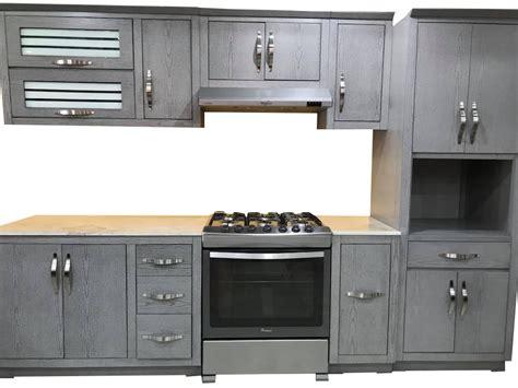 cocina integral  cubierta marmol  despensero
