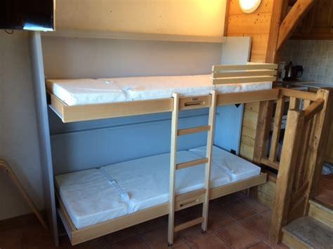 lit escamotable avec canapé gîtes hôtels chambre d 39 étudiant quel lit escamotable