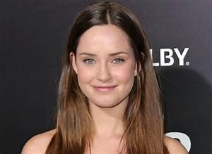 'Pretty Little Liars' spinoff 'Ravenswood' adds Merritt ...