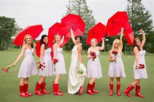 How to embrace rain on your wedding day arabia weddings for Umbrella wedding photos