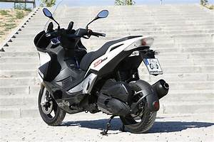 Aprilia Sr 125 : 2012 aprilia sr max 125 moto zombdrive com ~ Medecine-chirurgie-esthetiques.com Avis de Voitures