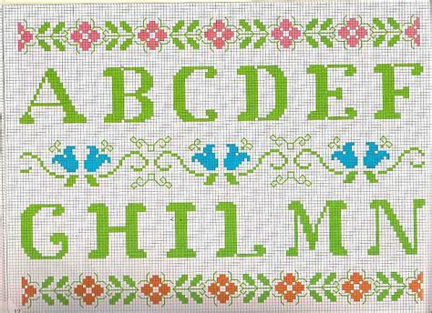lettere dell alfabeto da ricamare alfabeto da ricamare lettere verdi e motivi floreali 1