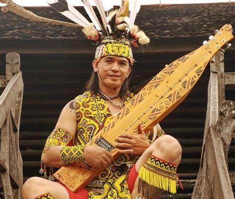Selain untuk hiburan, alat musik ini juga digunakan untuk mengiringi tarian tradisional oleh suku dayak kenyah di kampung pampang kalimantan timur. CV. TRITAMA #1 Rental Mobil Pontianak