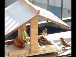 Mangeoire Pour Oiseaux Jardin Plan by Fabriquer Une Mangeoire Blognature Fr Youtube