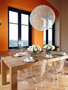 chaises transparentes pour une salle a manger contemporaine With deco cuisine avec chaise salle a manger orange