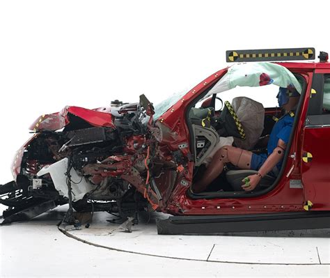 crash test siege auto 2014 iihs small overlap crash test 2015 best auto reviews